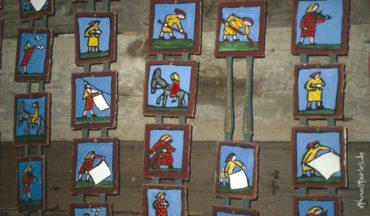 Kleine Bilder in Serie, Frauen bei der Hausarbeit - Beitragsfoto: Aussortieren im Repertoire