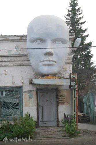 Street Art, Eingang zum Künstlerzentrum Alafuzov Loft in Kasan, Tatarstan
