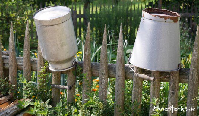 Gartenzaun mit Milchkanne im Freilichtmuseum Neuhausen