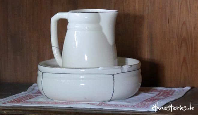 Geflickte Waschschüssel im Freilichtmuseum