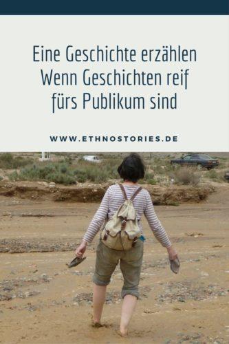 Frau durchquert barfuss einen Fluss - Artikelfoto: Eine Geschichte erzählen - Wenn Geschichten reif fürs Publikum sind