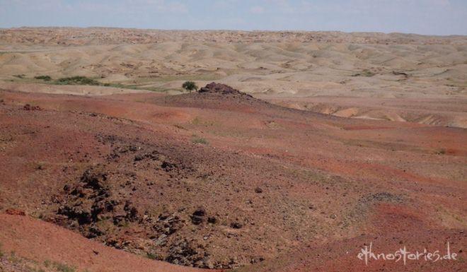 Blick auf die Steinschichten in der Wüste Gobi, Mongolei