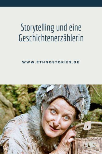 Im Kostüm mit Filzhut und Körbchen, Uschi Erlewein, hauptberufliche Geschichtenerzählerin aus Heilbronn - Artikelfoto: Storytelling und eine Geschichtenerzählerin