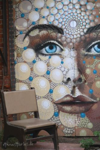 Wandmalerei im Künstlerzentrum Alafuzov Loft in Kasan, Tatarstan